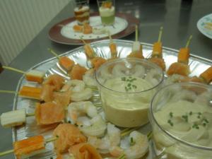 Brochettes de poissons sauce coktail